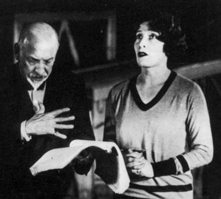 Pirandello and Marta Abba rehearse for La nuova colonia